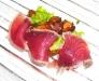 Assaggi di Teatro: tonno scottato su funghi finferli e insalatina