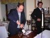 Assaggi di vino: i Sommelier Giuseppe (dx) e Massimo (sin) Troiani degustano i vini da abbinare ad Assaggi di Teatro